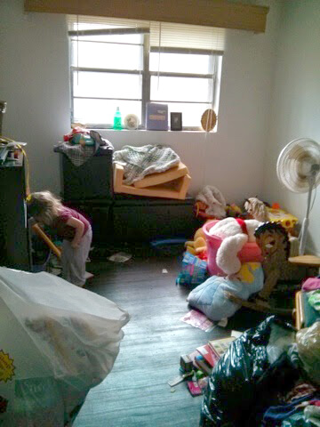 hopematch-before-makeover-child-in-room